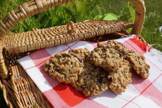 Spicy Raisin Oatmeal Cookies